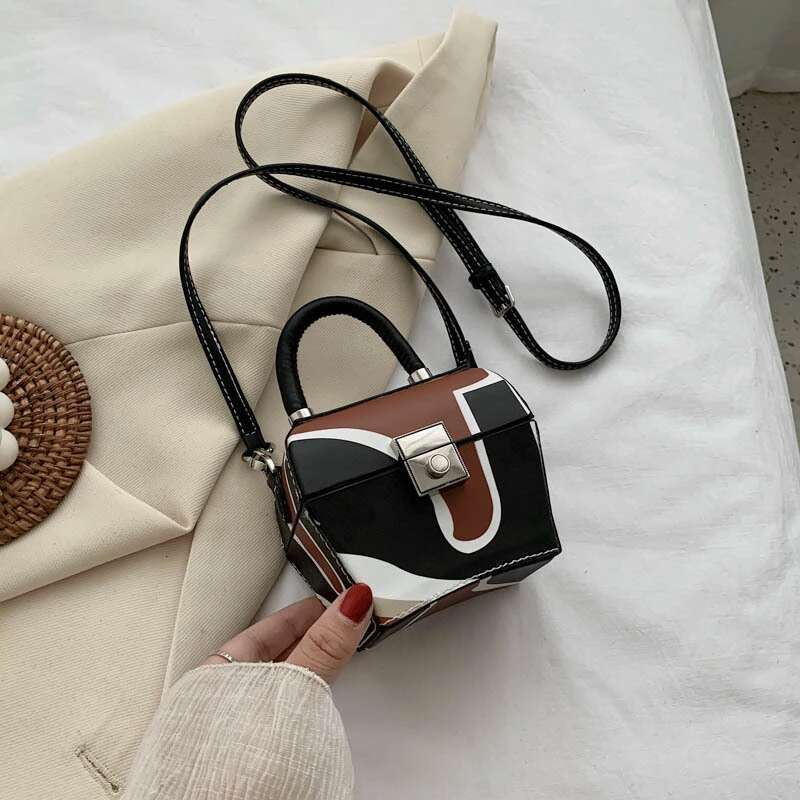 JT62153 IDR.192.000 MATERIAL PU SIZE L12XH10XW7CM WEIGHT 350GR COLOR BROWN