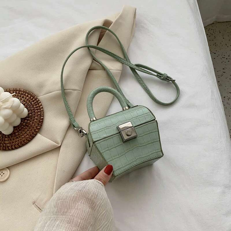 JT62153 IDR.192.000 MATERIAL PU SIZE L12XH10XW7CM WEIGHT 350GR COLOR GREEN