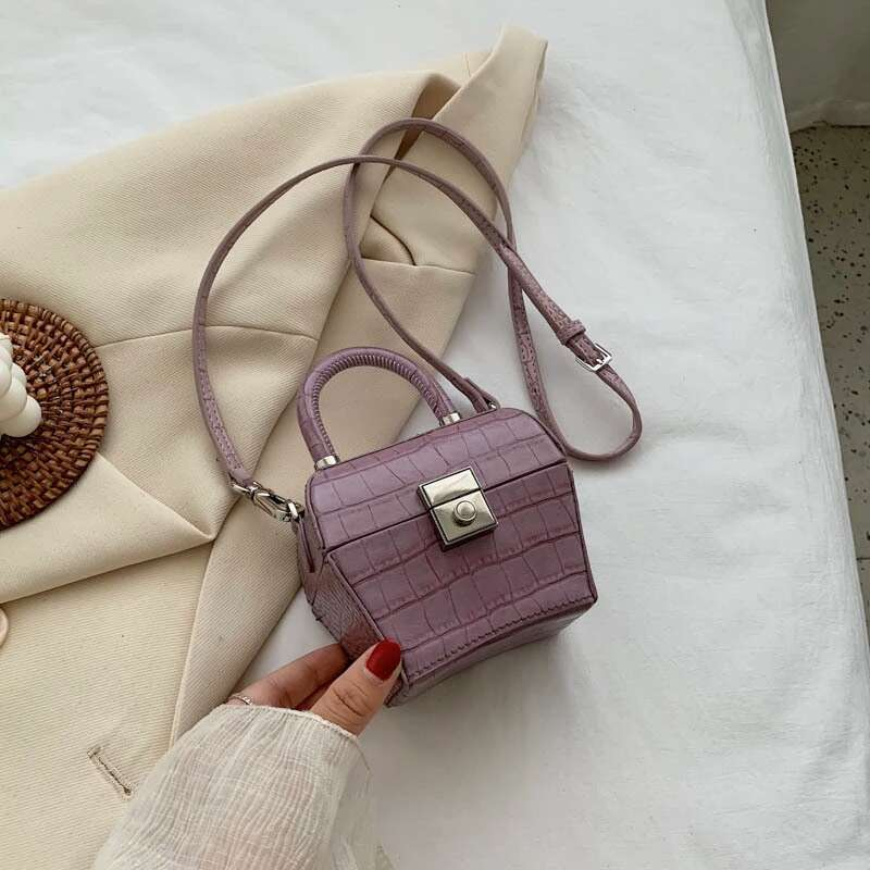JT62153 IDR.192.000 MATERIAL PU SIZE L12XH10XW7CM WEIGHT 350GR COLOR PURPLE