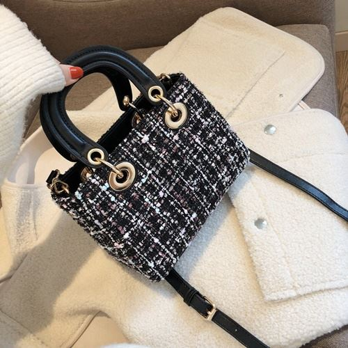 JT6231 IDR.185.000 MATERIAL MAONI SIZE L21XH15X10CM WEIGHT 500GR COLOR BLACK