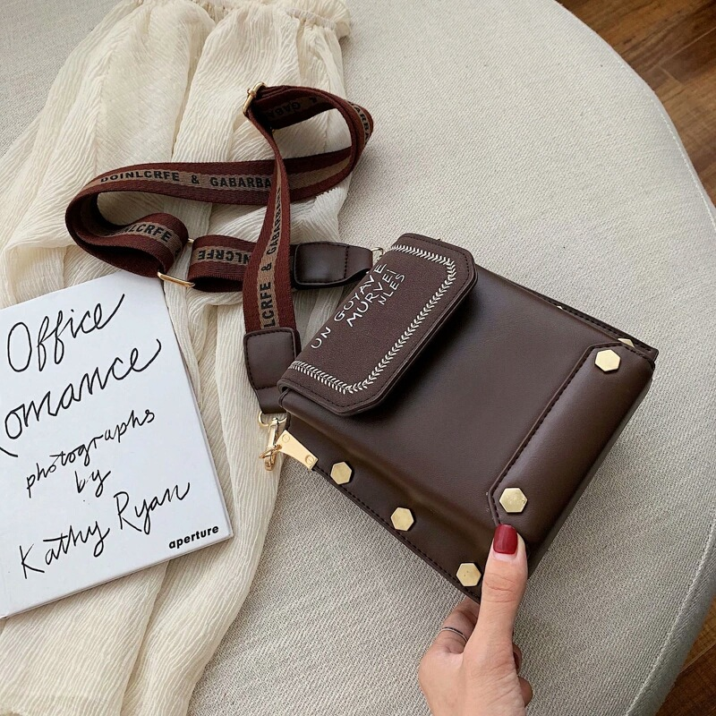 JT6243 IDR.163.000 MATERIAL PU SIZE L18.5XH17.5XW9.5CM WEIGHT 430GR COLOR COFFEE