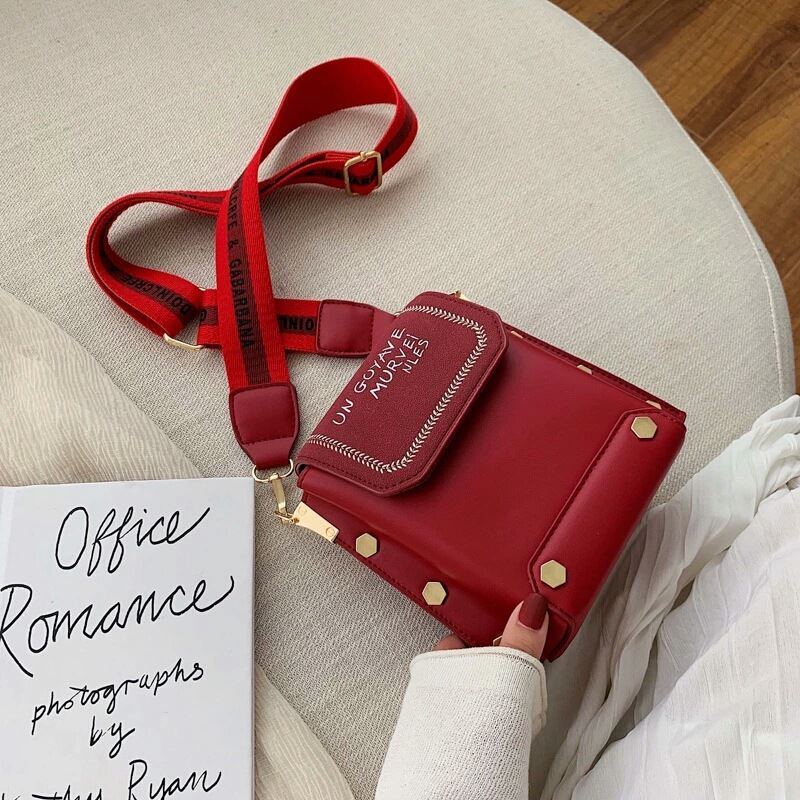 JT6243 IDR.163.000 MATERIAL PU SIZE L18.5XH17.5XW9.5CM WEIGHT 430GR COLOR RED