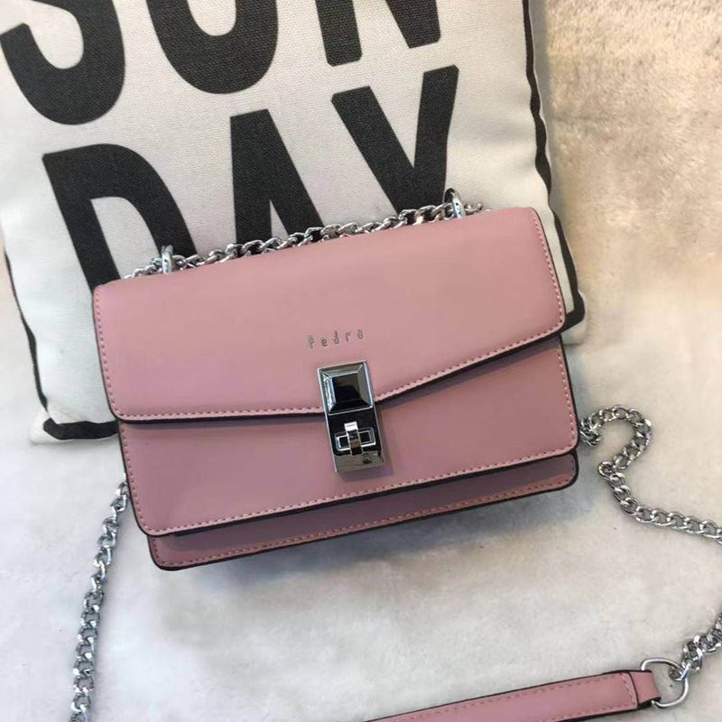 JT62632 IDR.190.000 MATERIAL PU SIZE L22XH15XW9CM WEIGHT 700GR COLOR PINK