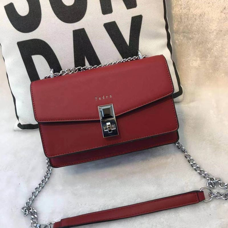 JT62632 IDR.190.000 MATERIAL PU SIZE L22XH15XW9CM WEIGHT 700GR COLOR RED