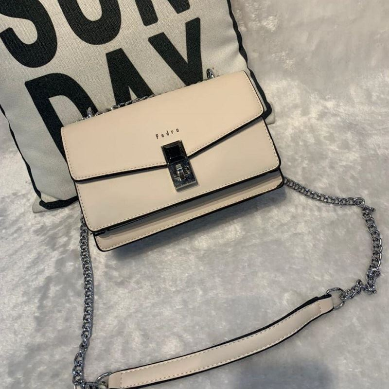 JT62632 IDR.190.000 MATERIAL PU SIZE L22XH15XW9CM WEIGHT 700GR COLOR WHITE