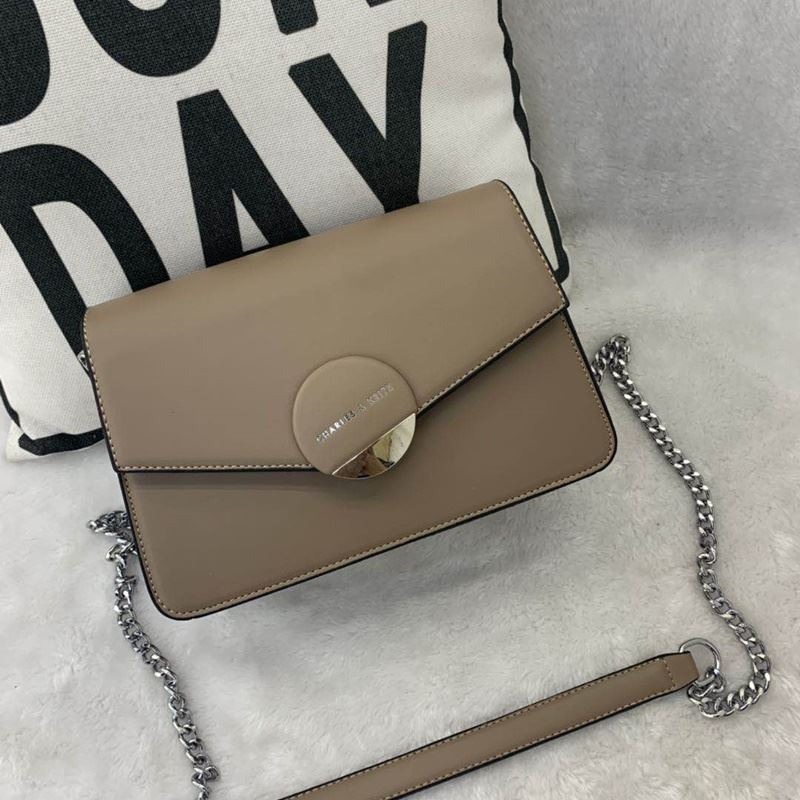 JT62637 IDR.182.000 MATERIAL PU SIZE L23XH16XW8CM WEIGHT 700GR COLOR KHAKI