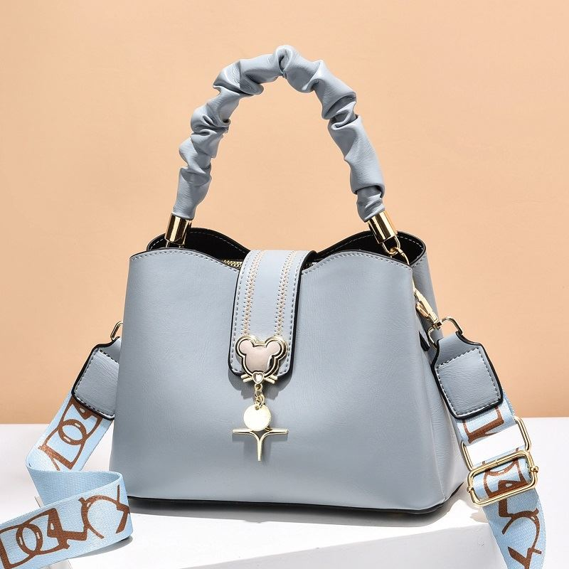 JT62871 IDR.182.000 MATERIAL PU SIZE L24XH17XW11.5CM WEIGHT 650GR COLOR BLUE