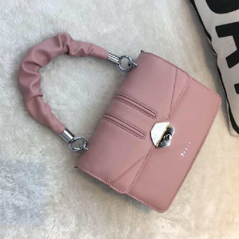 JT63073 IDR.187.000 MATERIAL PU SIZE L22XH15XW8CM WEIGHT 700GR COLOR PINK