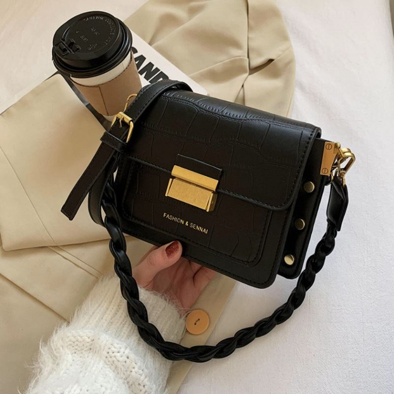 JT64300 IDR.169.000 MATERIAL PU SIZE L20.5XH15XW8CM WEIGHT 500GR COLOR BLACK