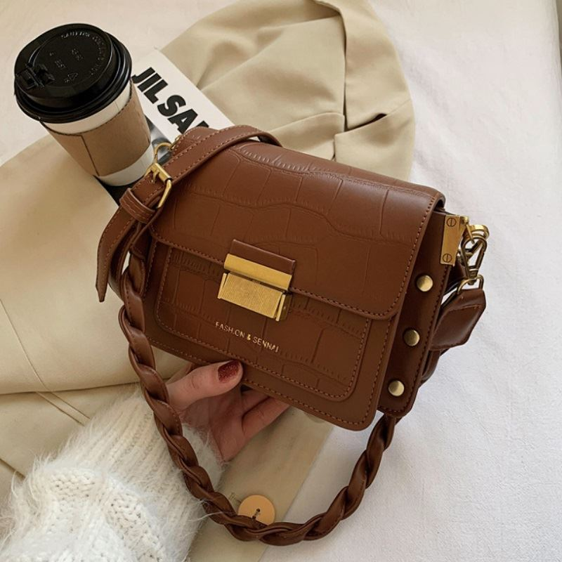 JT64300 IDR.169.000 MATERIAL PU SIZE L20.5XH15XW8CM WEIGHT 500GR COLOR BROWN