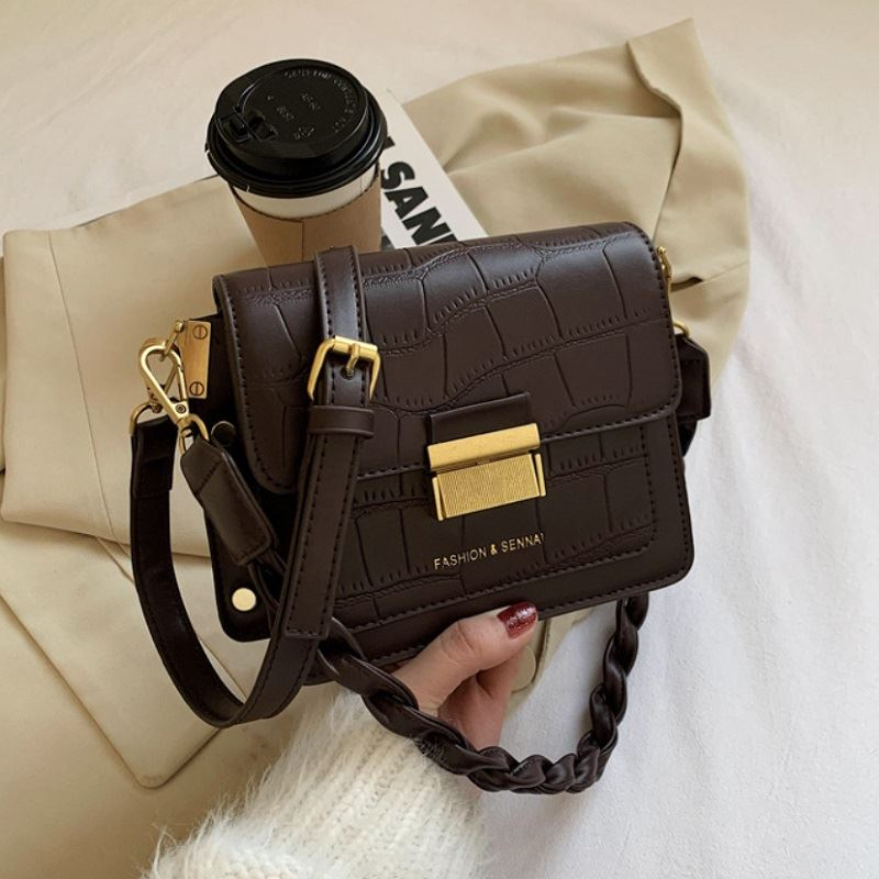 JT64300 IDR.169.000 MATERIAL PU SIZE L20.5XH15XW8CM WEIGHT 500GR COLOR COFFEE