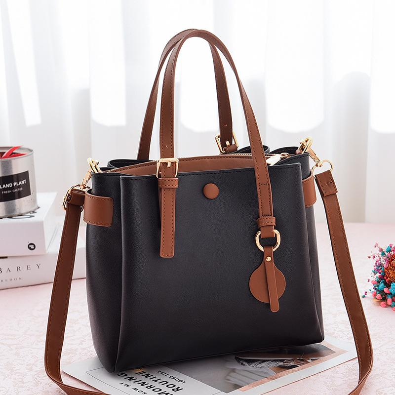 JT660 IDR.190.000 MATERIAL PU SIZE L23XH21XW11CM WEIGHT 660GR COLOR BLACK