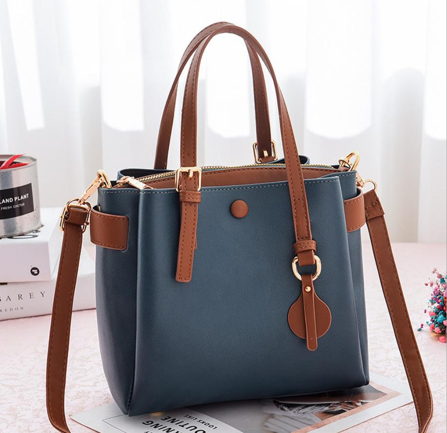 JT660 IDR.190.000 MATERIAL PU SIZE L23XH21XW11CM WEIGHT 660GR COLOR BLUE