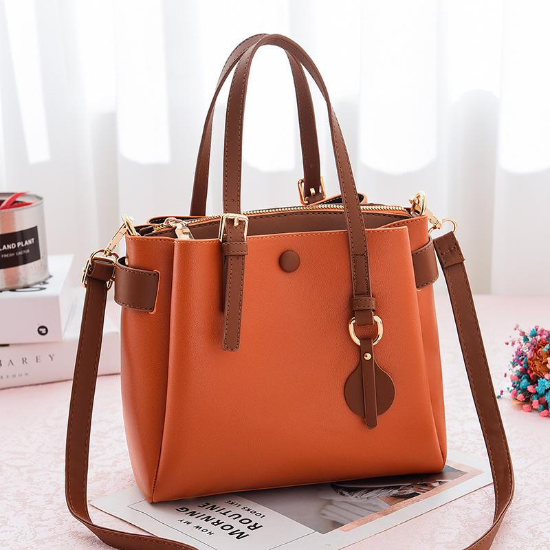 JT660 IDR.190.000 MATERIAL PU SIZE L23XH21XW11CM WEIGHT 660GR COLOR BROWN