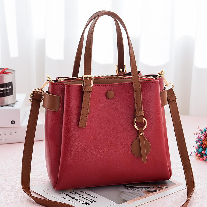 JT660 IDR.190.000 MATERIAL PU SIZE L23XH21XW11CM WEIGHT 660GR COLOR RED