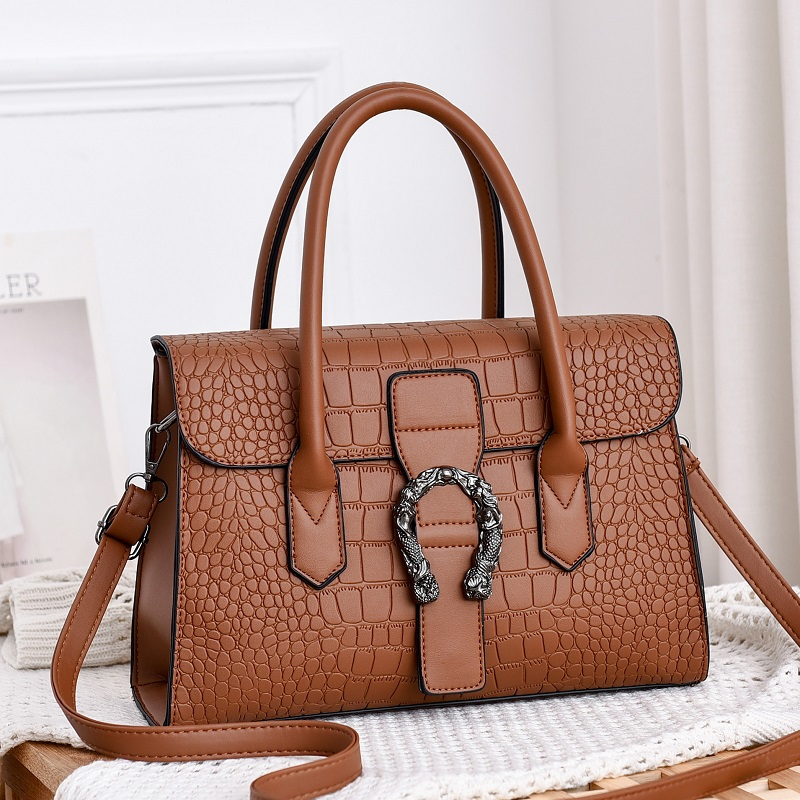 JT6602 IDR.185.000 MATERIAL PU SIZE L31XH22XW12CM WEIGHT 600GR COLOR DARKBROWN