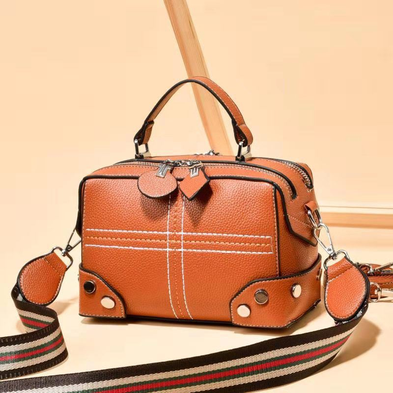 JT666A IDR.165.000 MATERIAL PU SIZE L20XH14X11CM WEIGHT 550GR COLOR BROWN
