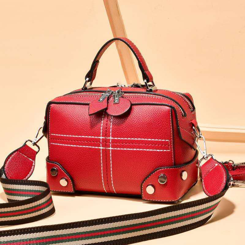 JT666A IDR.165.000 MATERIAL PU SIZE L20XH14X11CM WEIGHT 550GR COLOR RED