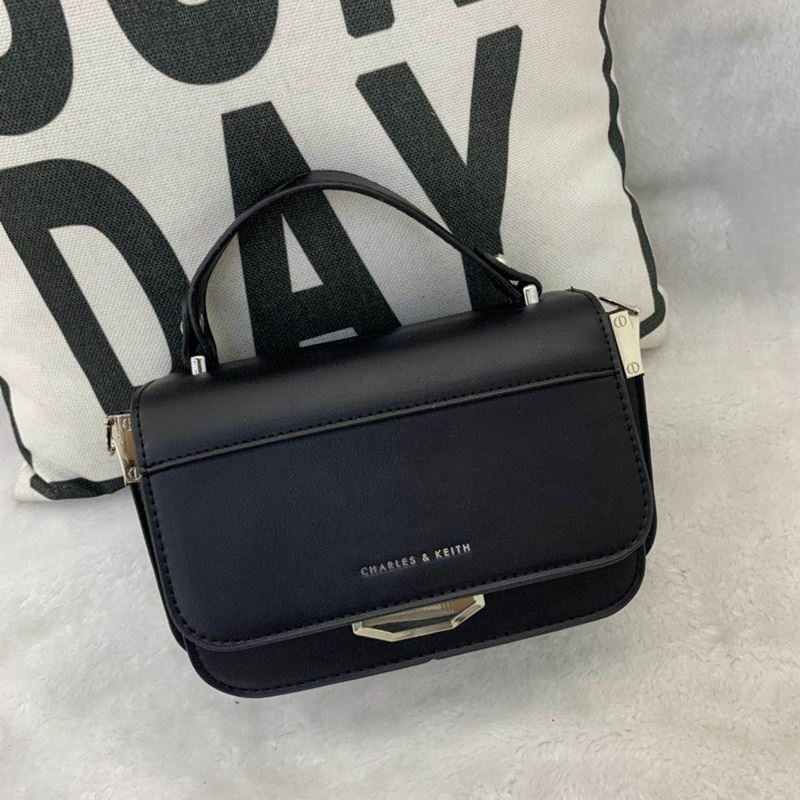 JT66874 IDR.182.000 MATERIAL PU SIZE L21XH14XW8CM WEIGHT 700GR COLOR BLACK