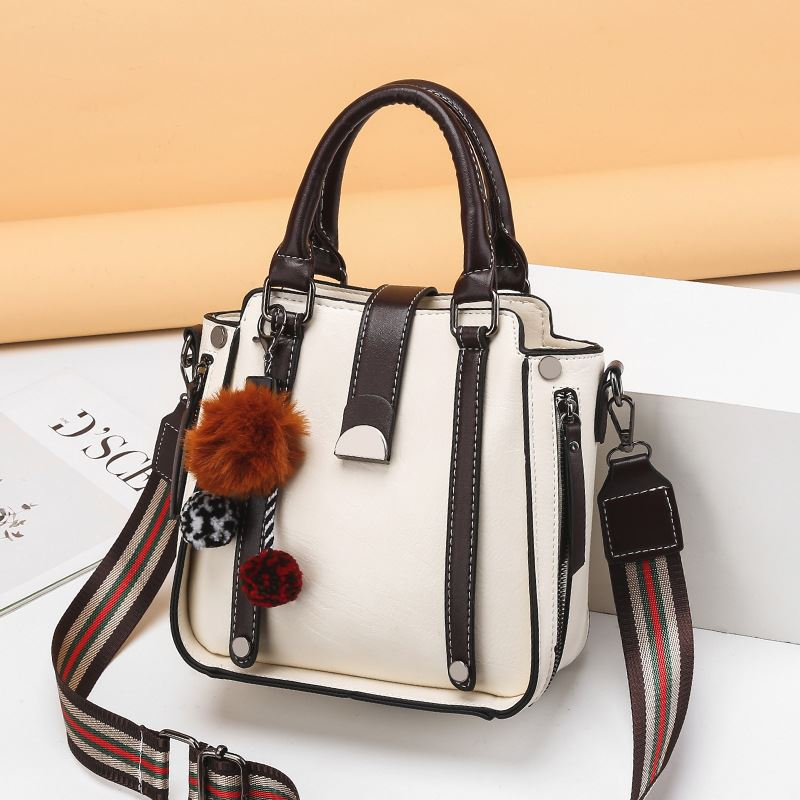 JT68221 IDR.176.000 MATERIAL PU SIZE L21XH21XW10.5CM WEIGHT 700GR COLOR BEIGE