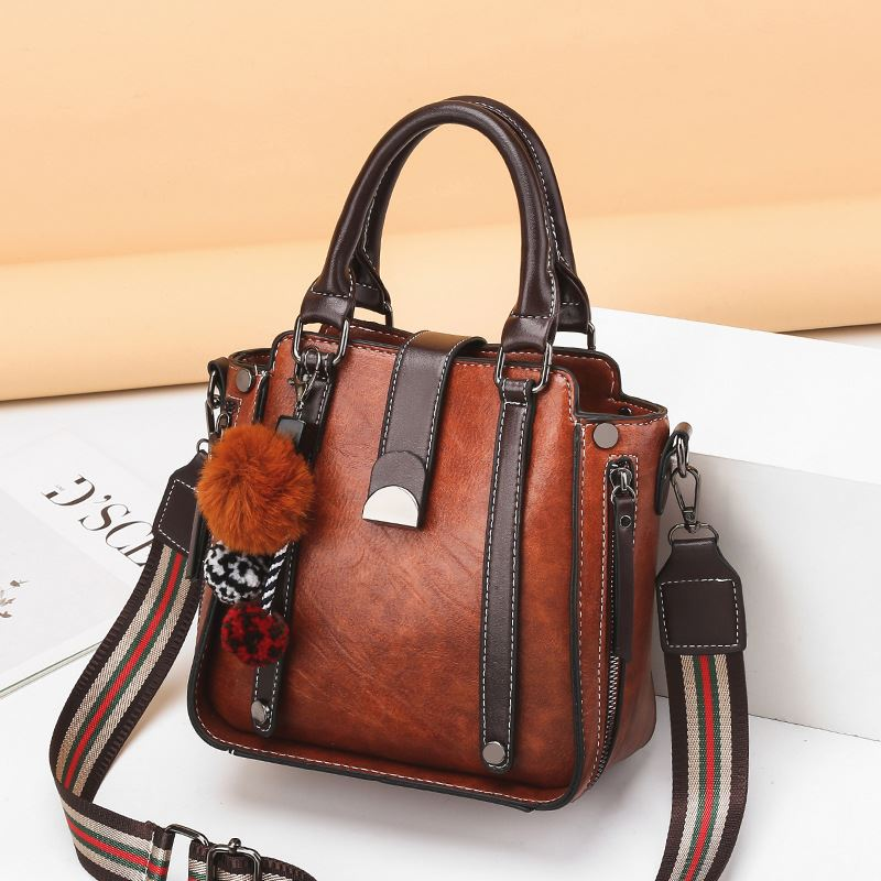 JT68221 IDR.176.000 MATERIAL PU SIZE L21XH21XW10.5CM WEIGHT 700GR COLOR BROWN