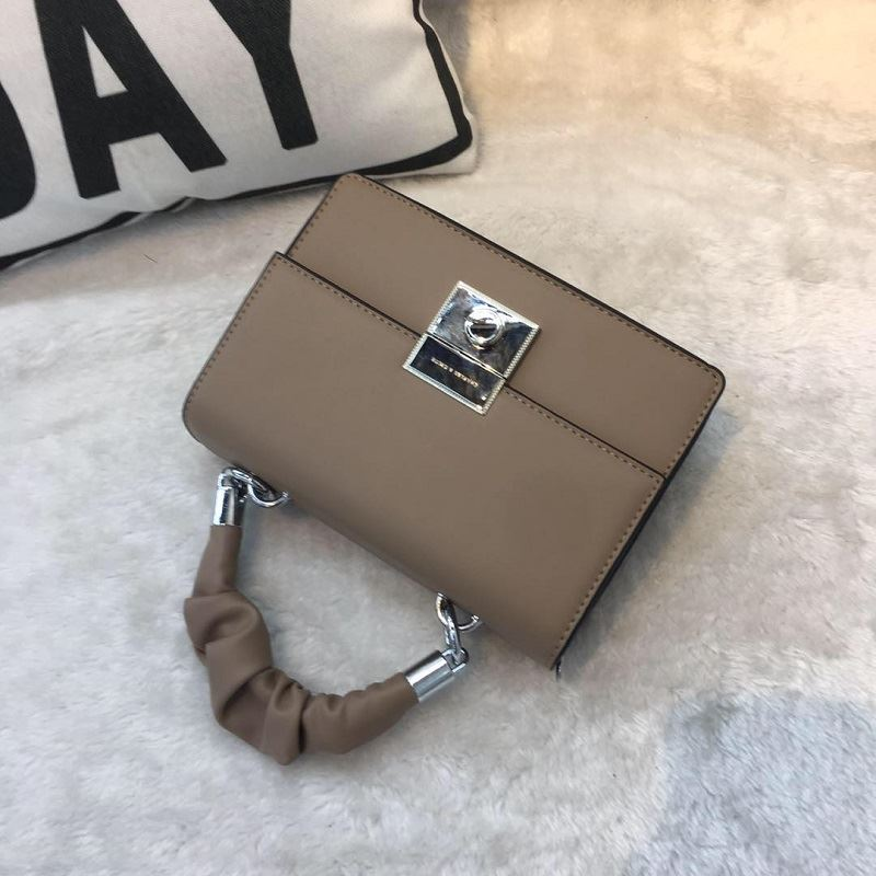 JT68956 IDR.187.000 MATERIAL PU SIZE L21XH15XW8CM WEIGHT 700GR COLOR KHAKI