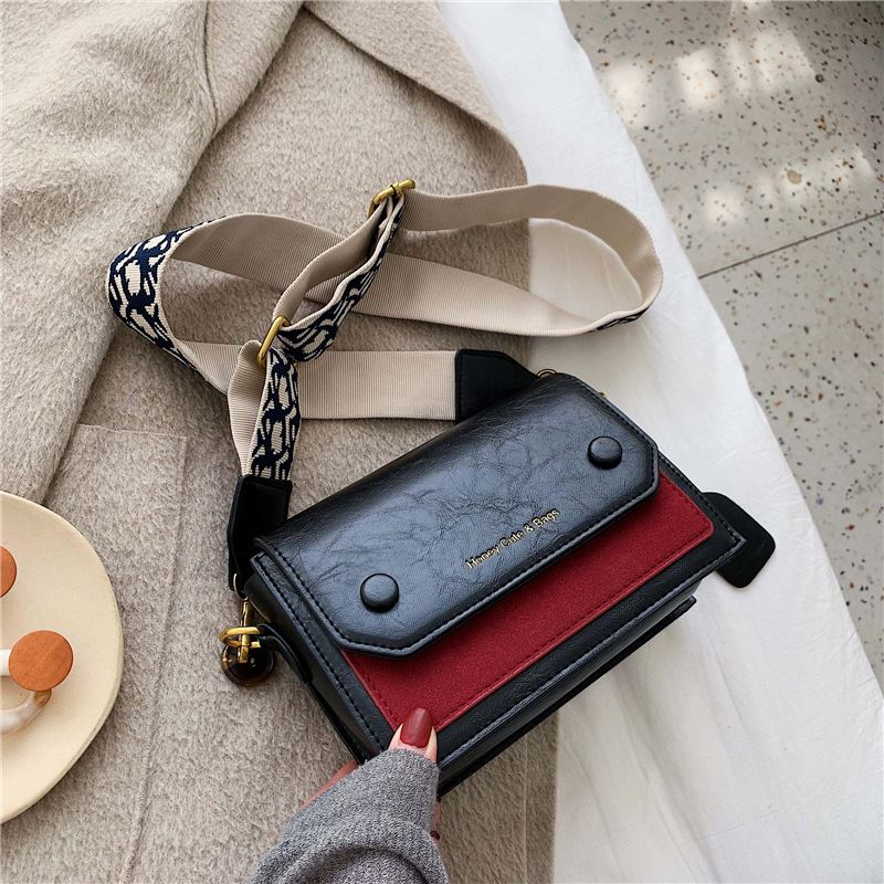 JT6953 IDR.177.000 MATERIAL PU SIZE L19.5XH14.5XW9.5CM WEIGHT 550GR COLOR BLACKRED