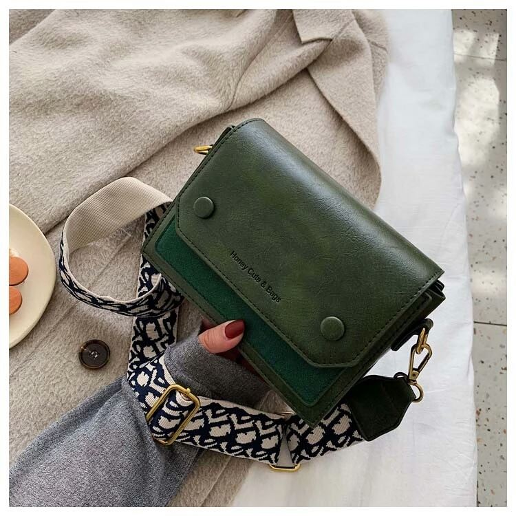 JT6953 IDR.177.000 MATERIAL PU SIZE L19.5XH14.5XW9CM WEIGHT 510GR COLOR GREEN