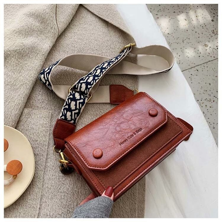 JT6953 IDR.177.000 MATERIAL PU SIZE L19.5XH14.5XW9CM WEIGHT 510GR COLOR RED