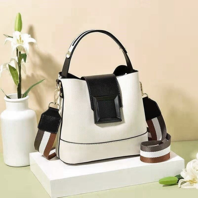JT7008 IDR.167.000 MATERIAL PU SIZE L21XH19XW11CM WEIGHT 650GR COLOR BEIGE