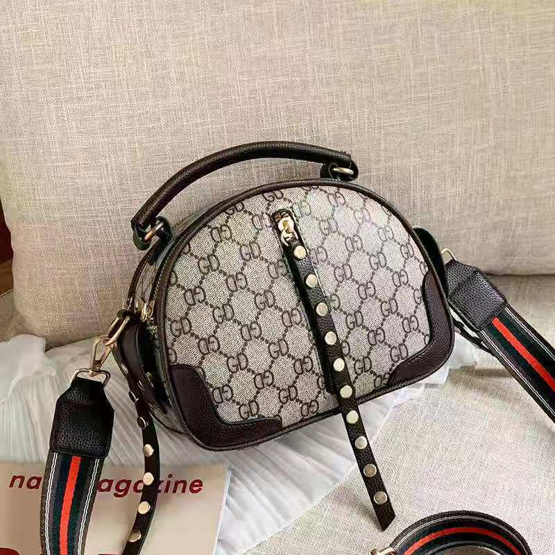 JT7020 IDR.162.000 MATERIAL PU SIZE L22XH16.5XW12CM WEIGHT 600GR COLOR COFFEE