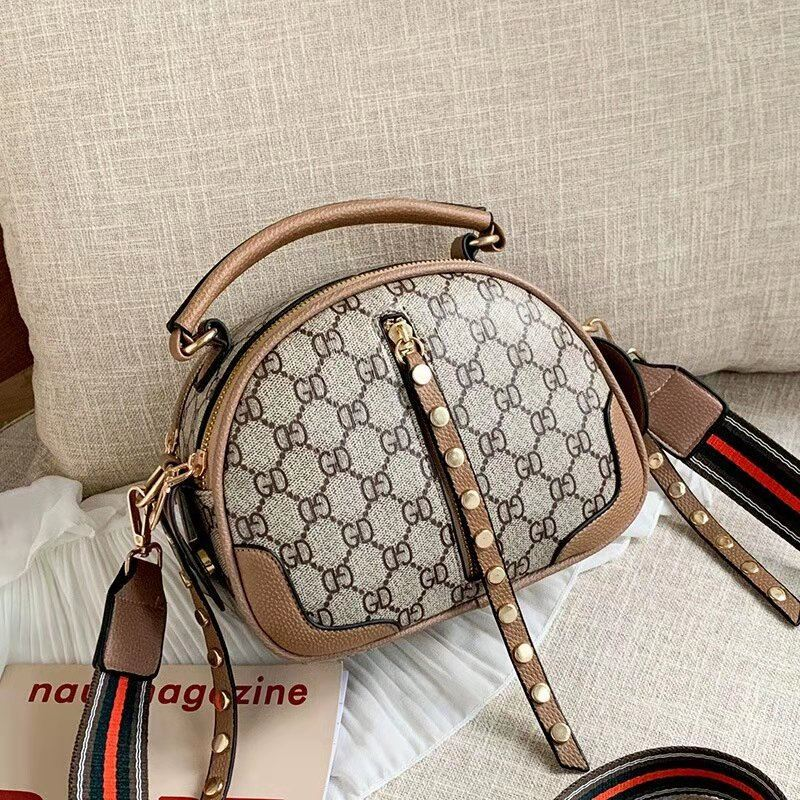 JT7020 IDR.162.000 MATERIAL PU SIZE L22XH16.5XW12CM WEIGHT 600GR COLOR KHAKI