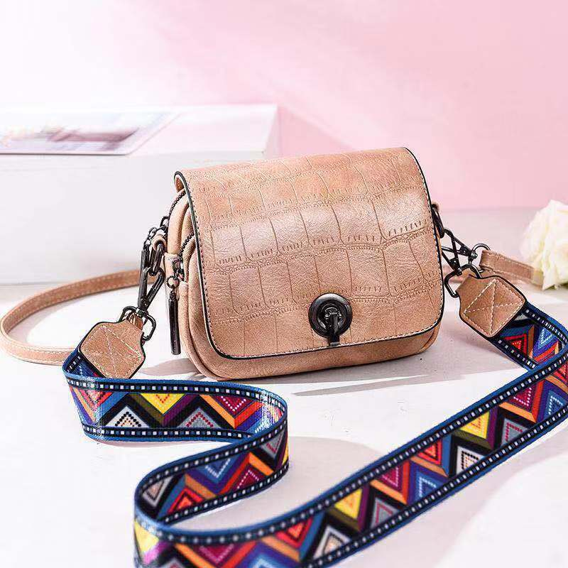 JT731 IDR.167.000 MATERIAL PU SIZE L17XH14XW8CM WEIGHT 500GR COLOR KHAKI