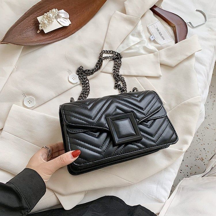 JT732 IDR.172.000 MATERIAL PU SIZE L22XH14XW8CM WEIGHT 600GR COLOR BLACK