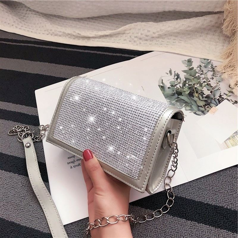 JT7437 IDR.130.000 MATERIAL PU SIZE L19XH12XW6CM WEIGHT 350GR COLOR SILVER