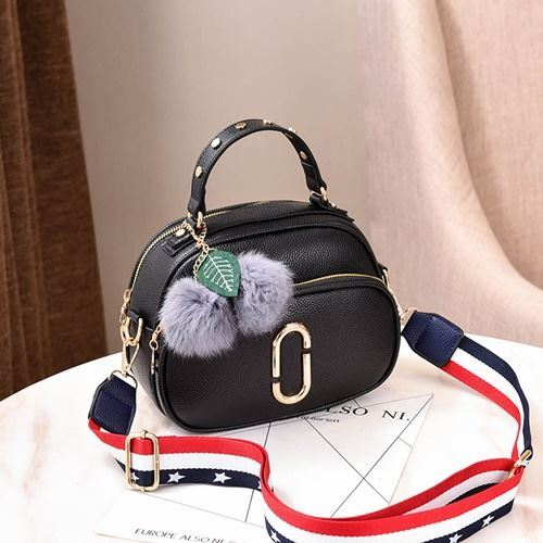 JT77955 IDR.165.000 MATERIAL PU SIZE L23XH24XW15CM WEIGHT 600GR COLOR BLACK