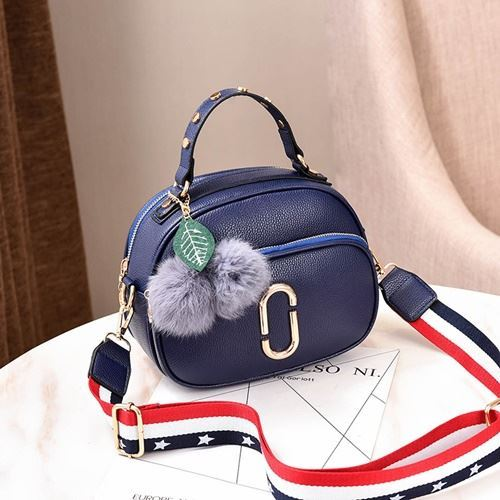 JT77955 IDR.165.000 MATERIAL PU SIZE L23XH24XW15CM WEIGHT 600GR COLOR BLUE