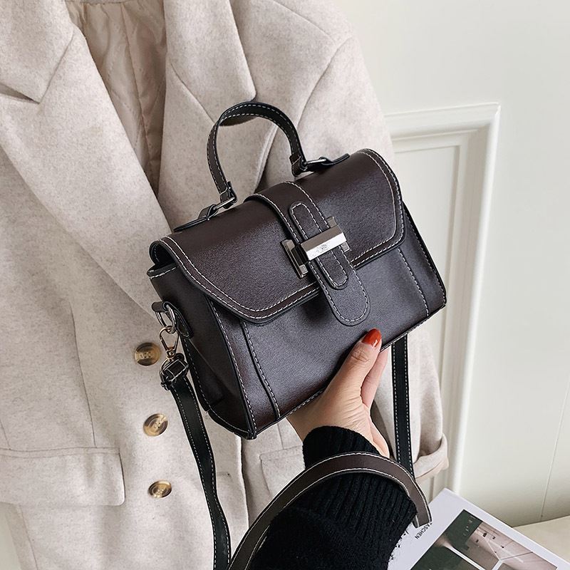 JT7986 IDR.144.000 MATERIAL PU SIZE L20XH14XW8CM WEIGHT 350GR COLOR COFFEE