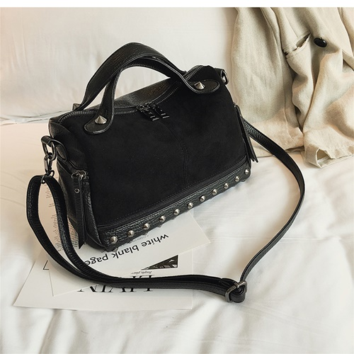JT8006 IDR.155.000 MATERIAL PU SIZE L28XH18XW12CM WEIGHT 400GR COLOR BLACK