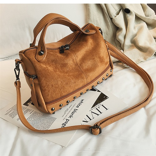 JT8006 IDR.155.000 MATERIAL PU SIZE L28XH18XW12CM WEIGHT 400GR COLOR BROWN