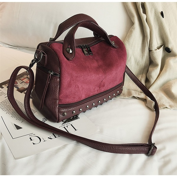 JT8006 IDR.155.000 MATERIAL PU SIZE L28XH18XW12CM WEIGHT 400GR COLOR WINE