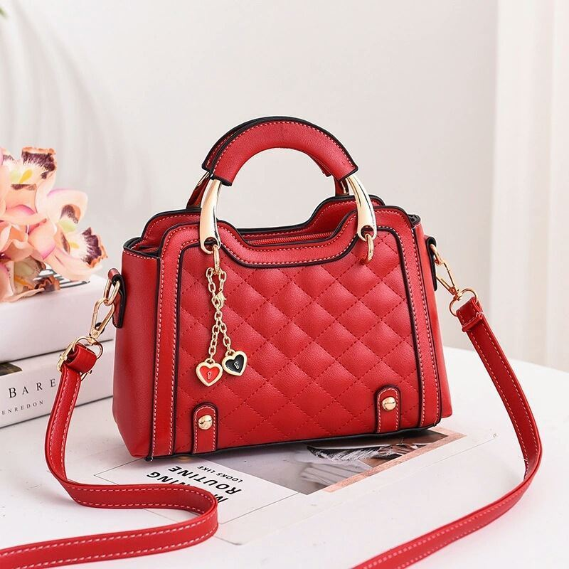 JT8011 IDR.169.000 MATERIAL PU SIZE L24XH15XW11CM WEIGHT 550GR COLOR RED