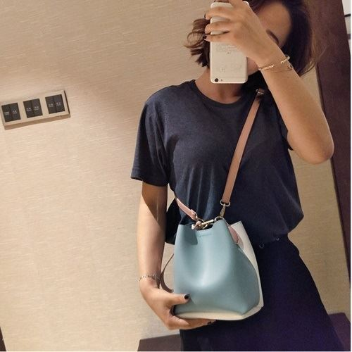 JT8028 IDR.115.000 MATERIAL PU SIZE L17XH18XW12CM WEIGHT 400GR COLOR BLUEWHITE