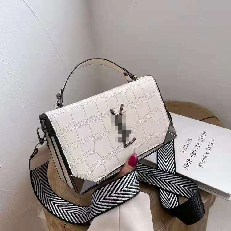JT80290 IDR.167.000 MATERIAL PU SIZE L21XH14XW6.5CM WEIGHT 500GR COLOR WHITE