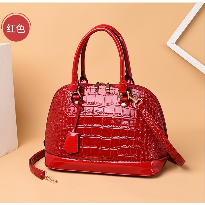 JT8068 IDR.192.000 MATERIAL PU SIZE L31XH21XW15CM WEIGHT 600GR COLOR RED