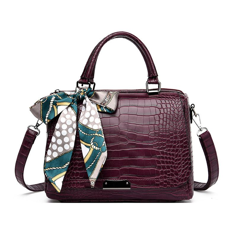 JT8070 IDR.199.000 MATERIAL PU SIZE L27XH18XW13CM WEIGHT 650GR COLOR WINE