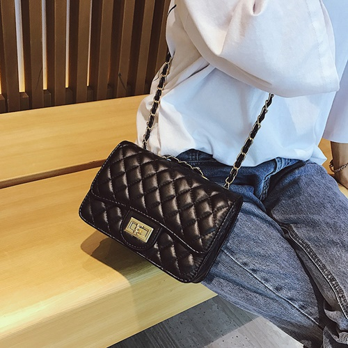 JT8083 IDR.149.000 MATERIAL PU SIZE L21XH15XW7CM WEIGHT 450GR COLOR BLACK