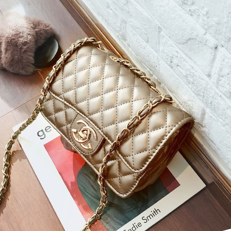 JT80831 IDR.155.000 MATERIAL PU SIZE L21XH15XW7CM WEIGHT 500GR COLOR GOLD
