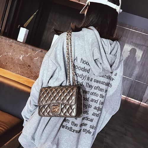 JT80831 IDR.155.000 MATERIAL PU SIZE L21XH15XW7CM WEIGHT 500GR COLOR SILVER