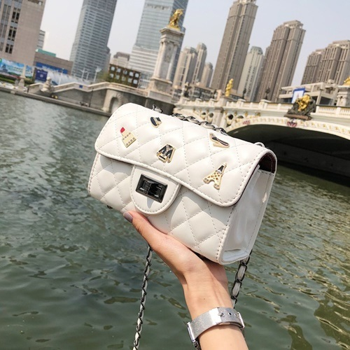 JT80911 IDR.152.000 MATERIAL PU SIZE L21XH13.5XW8.5CM WEIGHT 550GR COLOR WHITE